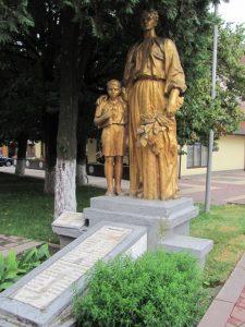 memorialnyj-kompleks-radyanskyh-vojiniv-vyzvolyteliv_foto-viktoriya-stepanivna-vasylovka